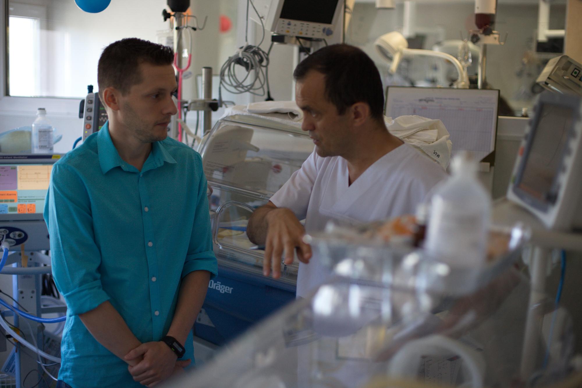 la Marie Curie cu Dr. Cirstoveanu - Seful Sectiei terapie intensiva nou-nascuti
